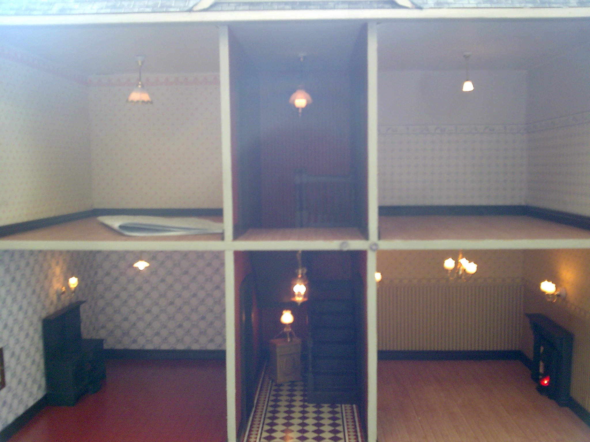 Lights_in_dolls_house